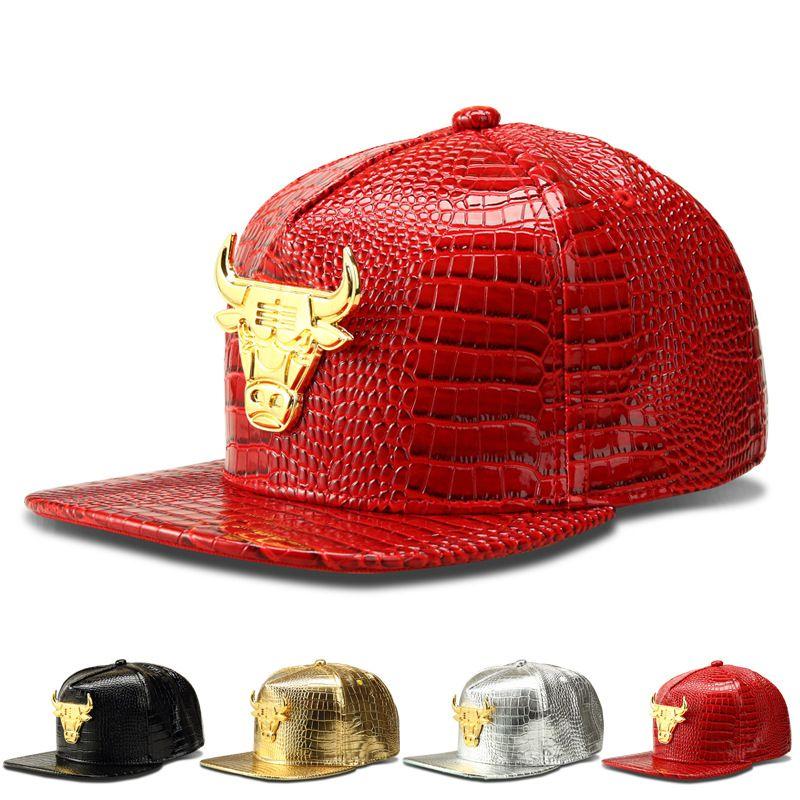 9a47747e1bad 2018 Nueva Marca de Moda Gorra de Béisbol Hombres Sombreros Shiny Bull  Snapback Mujeres Casquette Cap Ajustable Hip-hop Caps 4 Estilo Rojo de Oro