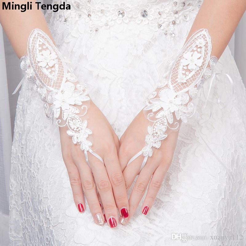 fc06942646ff8 Acheter 2018 Accessoires De Mariage Dentelle Gants De Mariage Perles De  Mode Fleurs Court Gants Sans Doigts Mariée Blanc Gants De Mariée Mingli  Tengda De ...