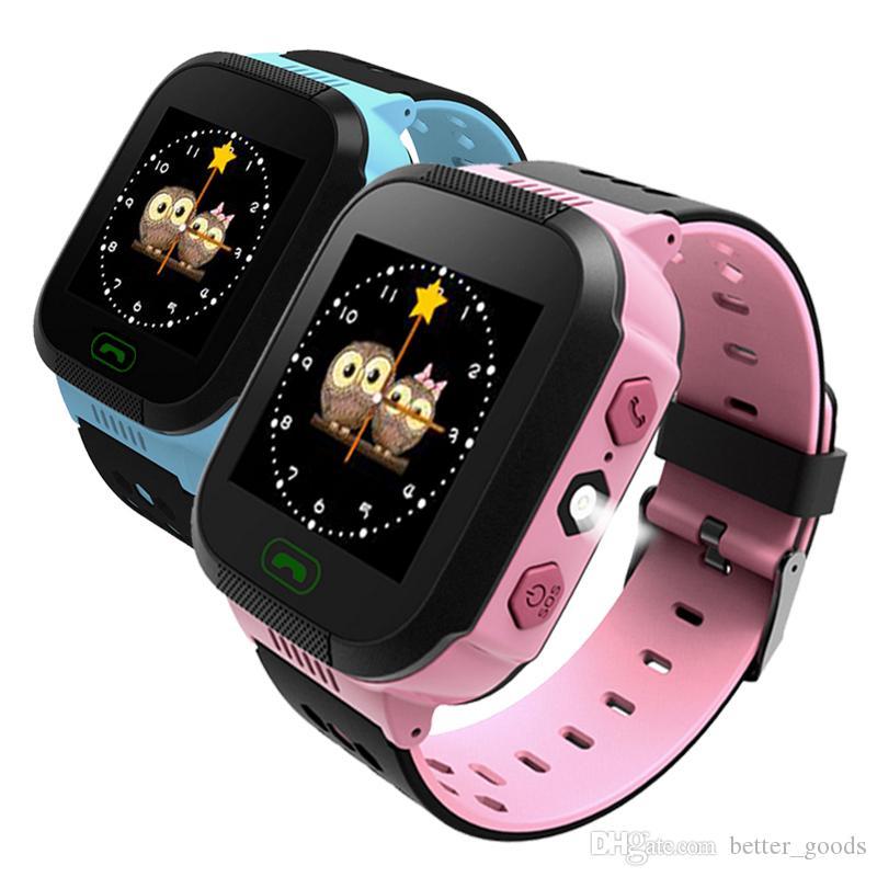 db3b38f04c3a Luxury Watches GPS Reloj Inteligente Para Niños Linterna Anti Perdida Reloj  De Pulsera Inteligente Para Bebé SOS Llamada Ubicación Dispositivo  Rastreador ...
