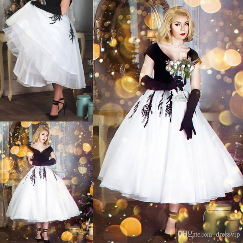 873a8d7da Compre 2018 Vestidos De Fiesta En Blanco Y Negro Perlas Con Cuentas De  Encaje Una Línea V Cuello De Manga Corta Elegante Vestido Formal Fiesta Más  Tamaño ...