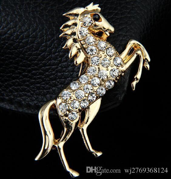 Moda Retro Animal Caballo Broche Tono Dorado Cristal Rhinestone Corsage Solapa Pins Broches Hombres Partido Joyería Traje Camisa Accesorio 5.7 * 7.2 cm