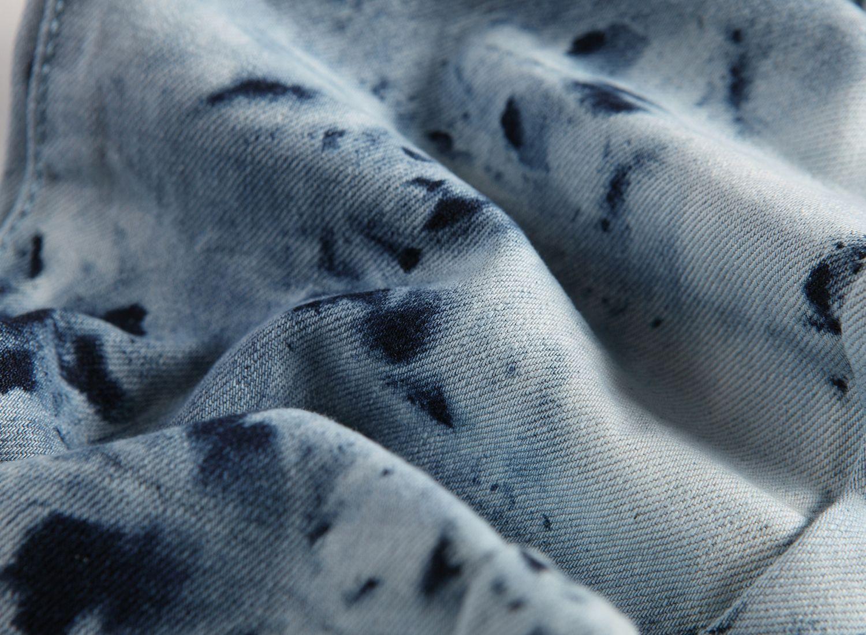 Moda masculina pintada Light Blue Jeans Slim Fit Diseñador Pierna recta Biker Rock Revival Crystal Studs Pantalones de mezclilla Streetwear 955