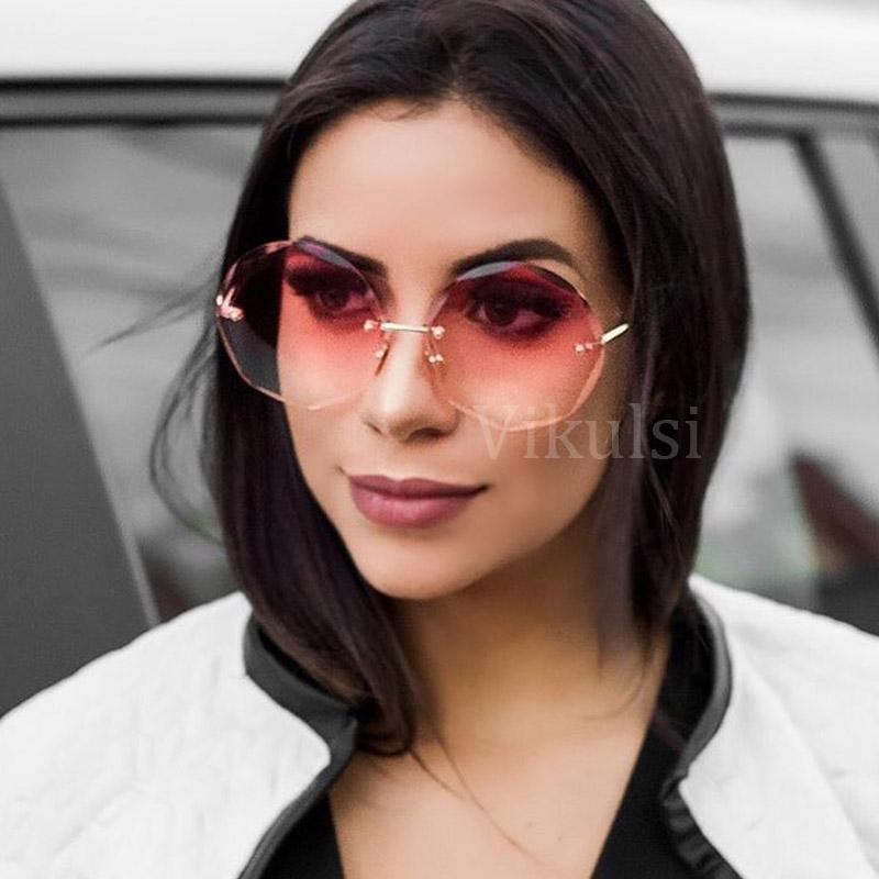 06b97f1725d3b Compre 2018 Gradiente Rosa Sem Aro Óculos De Sol Para As Mulheres Oversized  Eyewear Nova Moda Óculos De Sol Feminino Verão Viagens Essencial UV400 De  ...