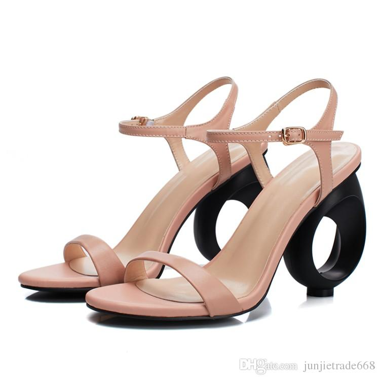 2018 Sommer Sandalen Frauen dicke Rindsleder echtes Leder Schuhe hohlen Temperament Wort Typ Riemen elegante High Heels Laufsteg
