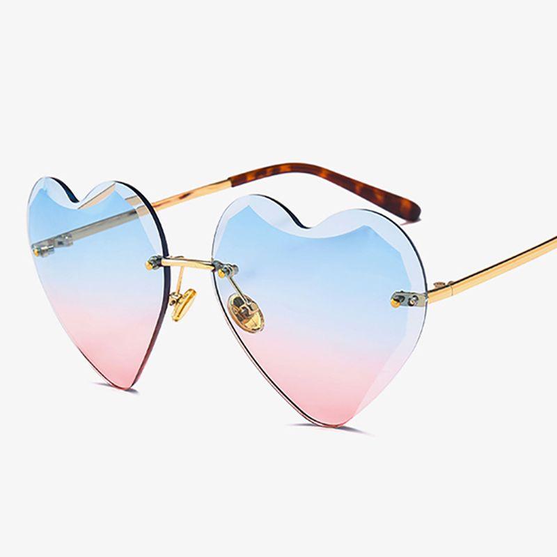 Compre Venda Por Atacado Novo Corte De Diamante Sem Aro Coração Óculos De  Sol Das Mulheres Na Moda Marca Óculos De Sol Senhoras Amor Coração Em Forma  De ... 21db5a2b54