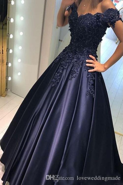Barato azul marino oscuro Una línea Vestidos de baile Apliques Encaje Satén Fuera del hombro Vestidos de noche Quinceañera larga Ropa formal