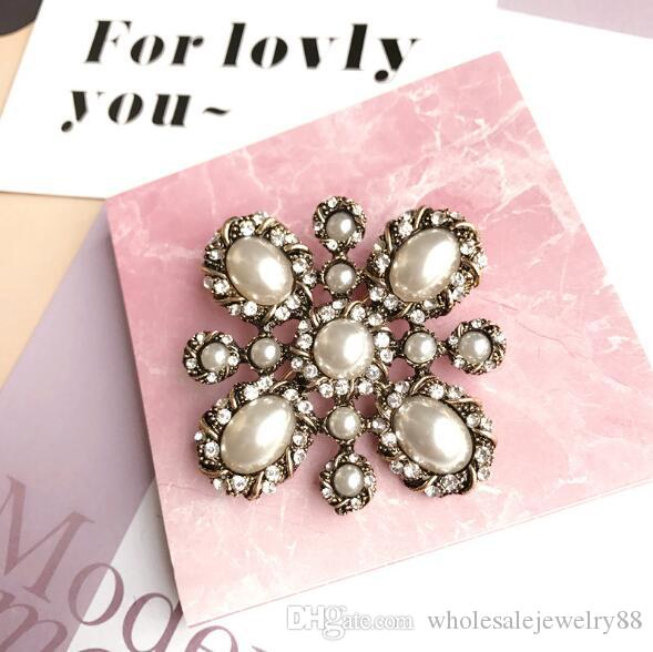 Wholesale High Quality Crystal Pearl Flower Brooch Pins Women Suit Dress Scarf Buckle Fashion Jewelry Accessories