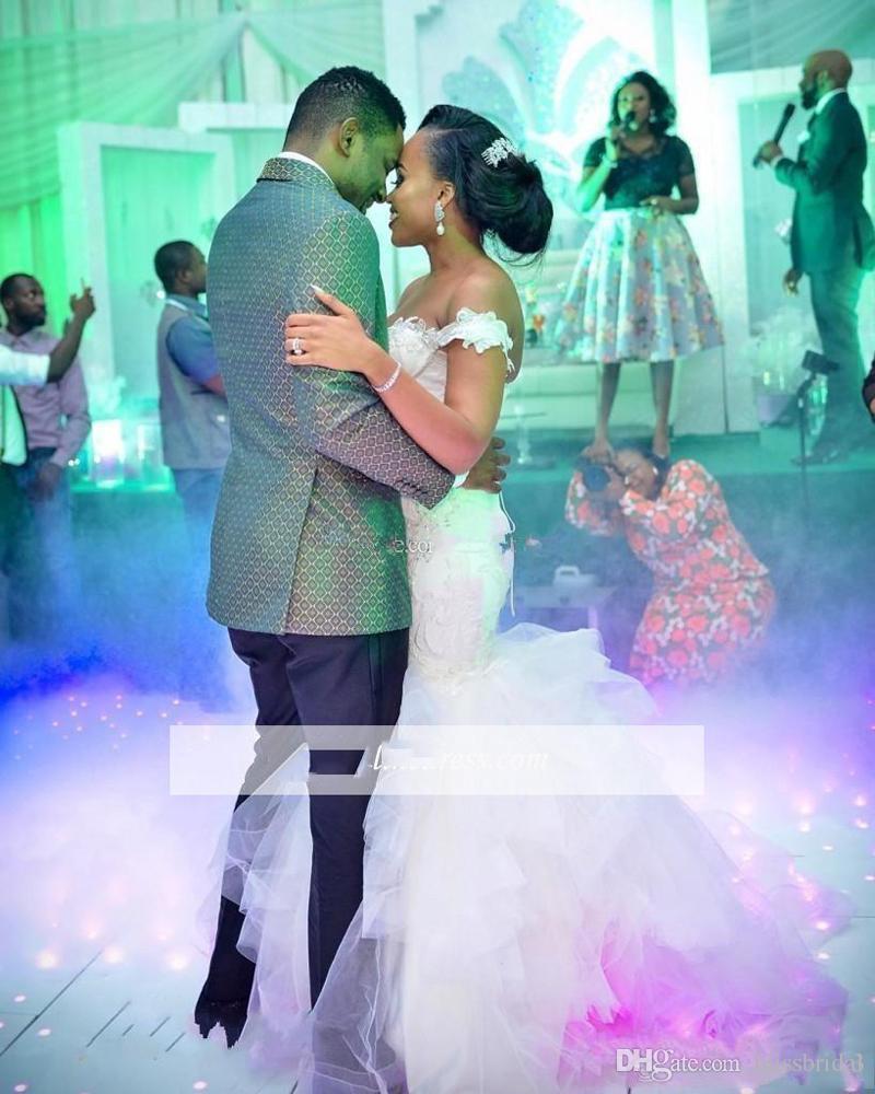 Afrique de l'épaule robes de mariée sirène appliques élégantes volants chapelle train tulle dentelle jusqu'à Custom Made robes de mariée Style Country