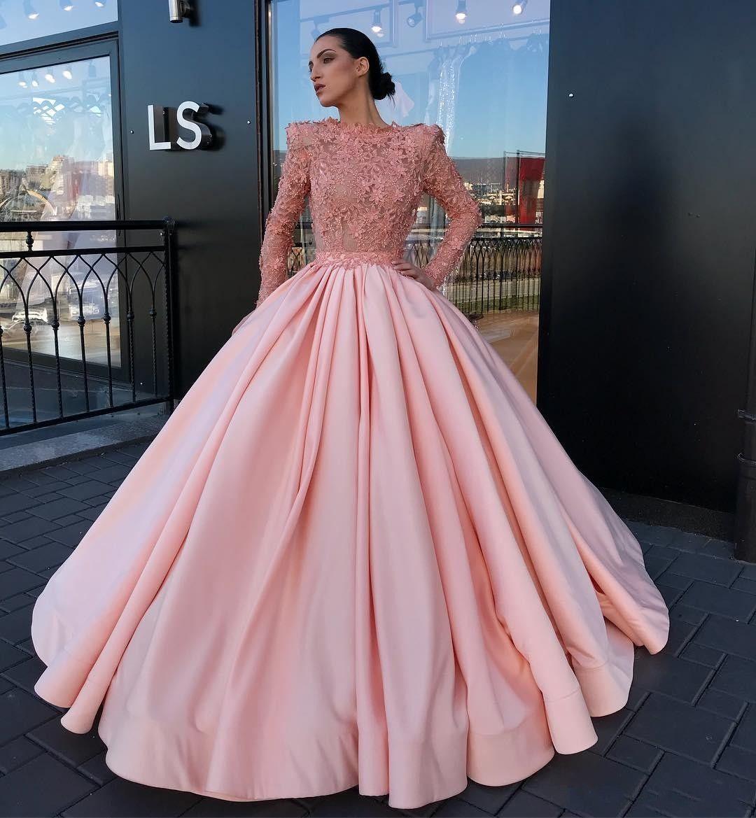 290bb9fa233f Acquista 2018 New Pink Ball Gown Quinceanera Abiti Sheer Neck Full Lace Maniche  Lunghe 3D Fiori Floreali Perle Sweet 16 Abiti Prom Dresses A  183.32 Dal ...