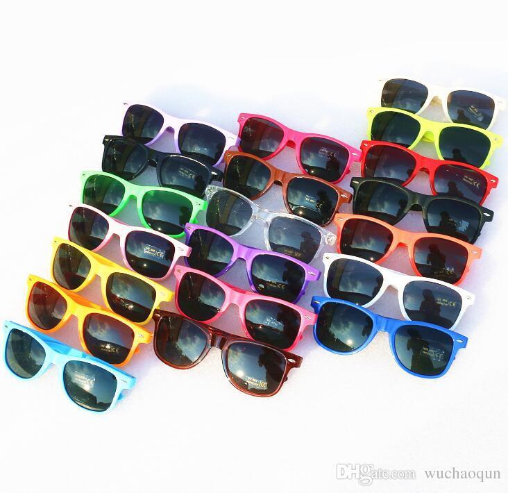 2018 sıcak satmak kadın erkek yetişkin çocuklar renkleri karıştırmak için bir retro Toptan klasik plastik güneş gözlüğü bağbozumu kare güneş gözlüğü