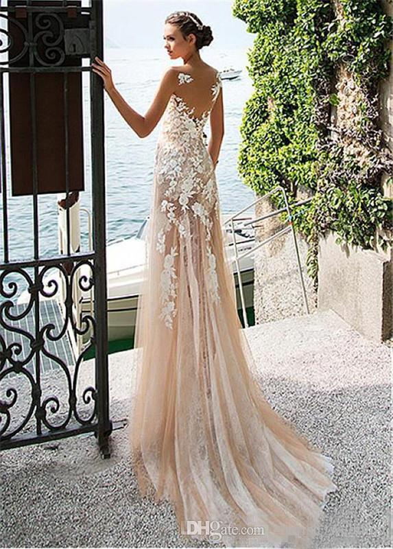 2018 Vestidos de novia de encaje de playa Apliques Joya Cuello escarpado Tulle Corte tren Sin mangas País vestido de formatura Vestidos de novia
