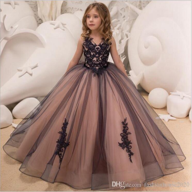 5aba3b9ce94f3 Compre 2019 Vestidos Baratos Largos Para Chicas Vestidos De Encaje Negro  Apliques Vestido De Fiesta V Cuello De Tul Ilusión Vestido De Niñas De  Flores Para ...