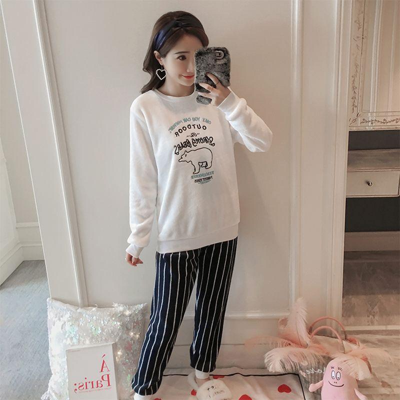 26fc35d53 Compre Conjuntos De Pijama Para As Mulheres Casuais 2018 Novo Inverno  Feminino Quente Pijamas Camisola Menina O Pescoço De Manga Longa Bonito  Flanela ...