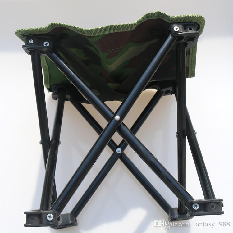 Mini chaise de plage pliante facile à transporter Tabouret de pêche en plein air Randonnée Camping Gargden Chaise Portable avec un sac Camouflage
