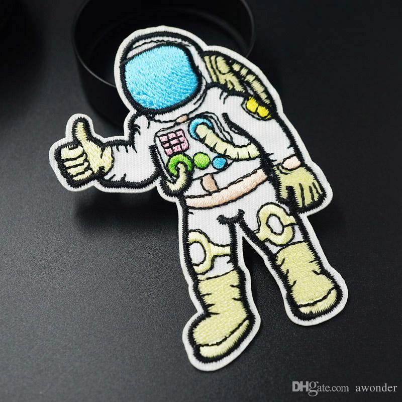 Un astronaute Un voyage dans l'espace Les patchs de broderie de l'espace Coudre le fer sur un patch