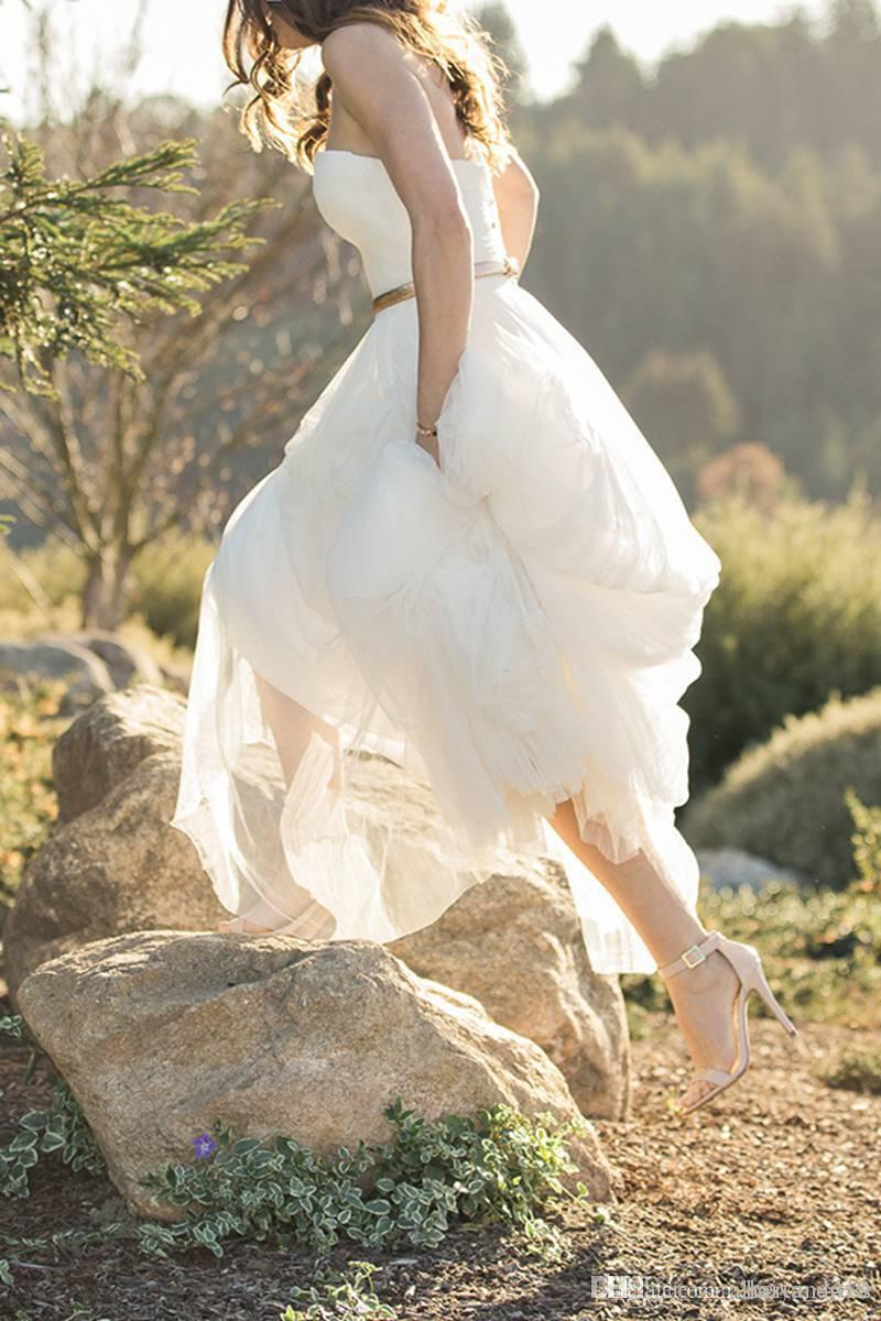 Новый кантри-стиль A Line Свадебные платья Милая Тюль Летние пляжные свадебные платья Длина пола с золотым поясом свадебное платье на заказ
