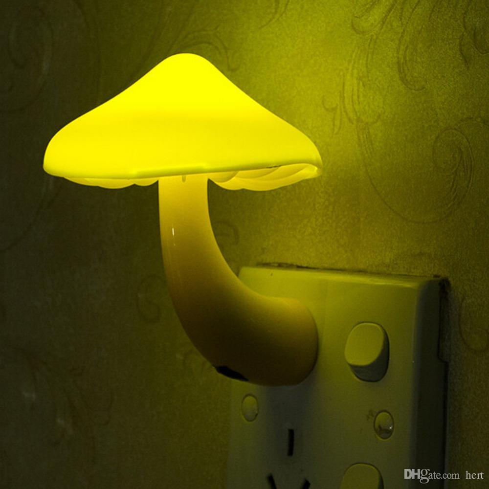 controlado-Light Noite amarela Lâmpada Cogumelo soquete de parede Sensor LED Night Lights Quarto do bebê Luz Auto Controle 110-220V 0.2W