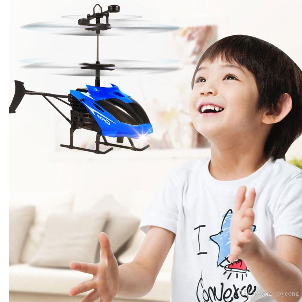 RC Infraed Indução Helicóptero Aeronaves Piscando Brinquedos Leve Para o miúdo transporte da gota mar HIINST Idade 8 + Mini Voador de Plástico. j