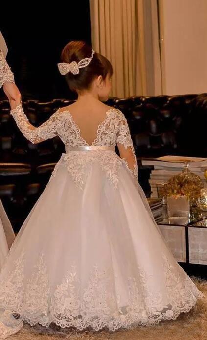 2017 Sevimli Kapalı Omuz Bateau Uzun Kollu Çiçek Kız Elbiseler Ile Kanat Prenses Dantel Aplikler Tül Düğün Kızlar Için Elbiseler