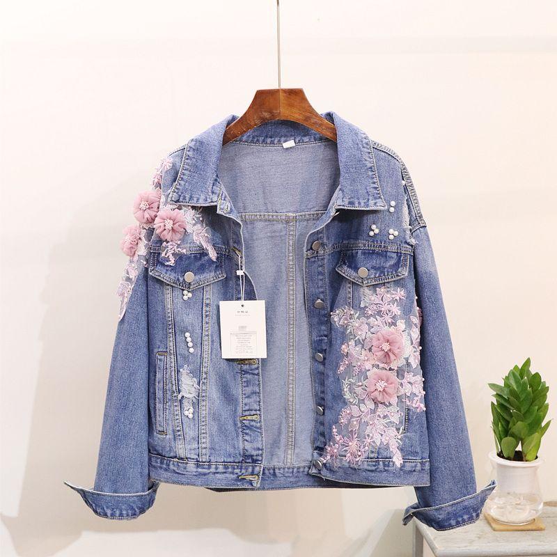 7c7dc90073d3f Compre 2018 Nueva Primavera Otoño Mujer Flores 3D Apliques Agujero Cowboy  Coat Short Denim Chaqueta Mujeres Estudiantes Blue Jeans Coat Outwear A   65.62 Del ...