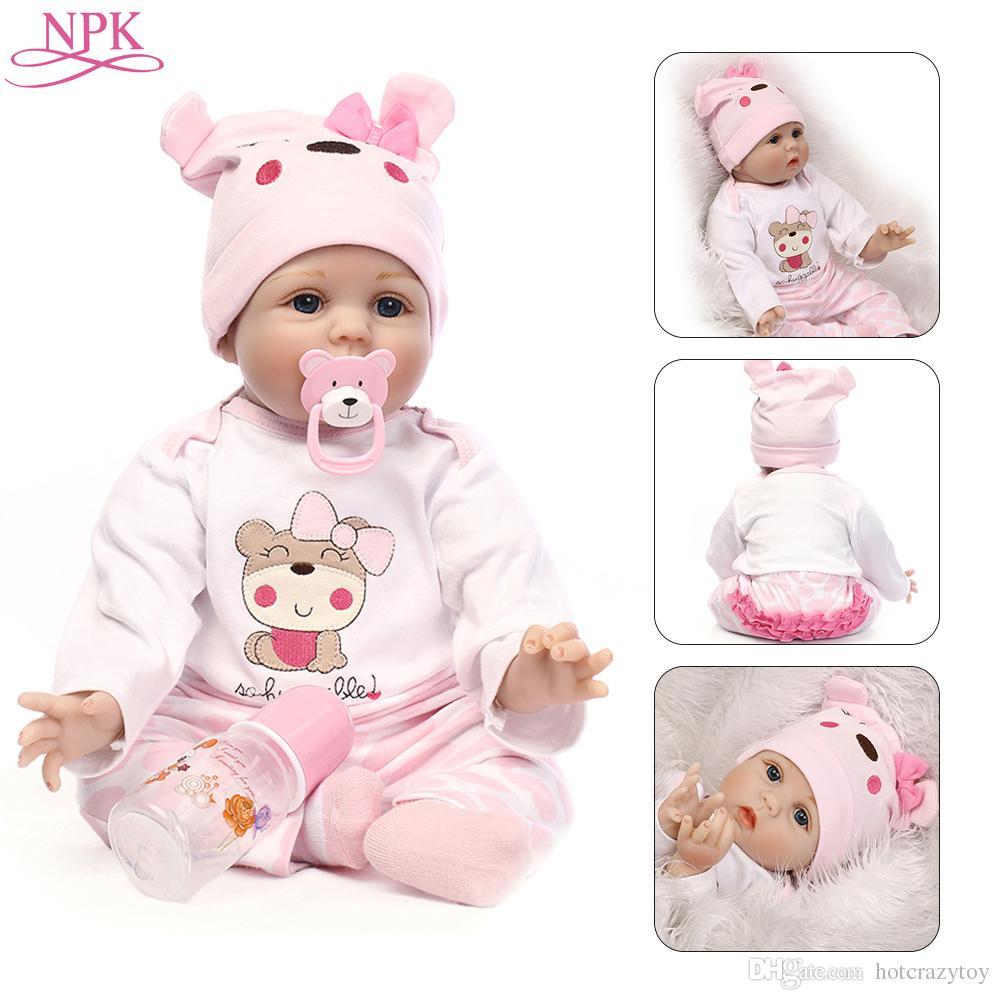 824cd28cd Compre NPK Boneca Reborn 55 CM Silicone Macio Reborn Baby Dolls Vinil  Brinquedos Grandes Bonecas Para Meninas 3 7 Anos De Idade Baby Dolls Com  Blusa Pano De ...