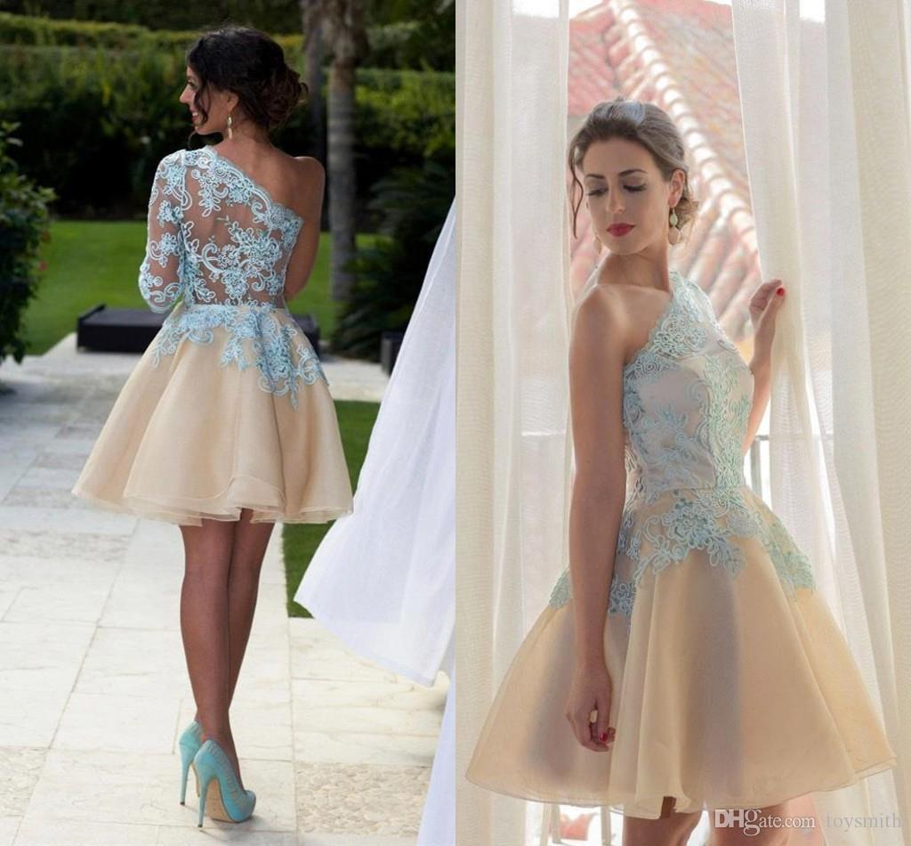 e2a5307095 Compre 2018 Nueva Moda Apliques De Encaje Un Hombro Corto Vestidos De  Cóctel Elegante Tul 3 4 Manga Longitud De La Rodilla Vestido De Regreso Al  Hogar Envío ...