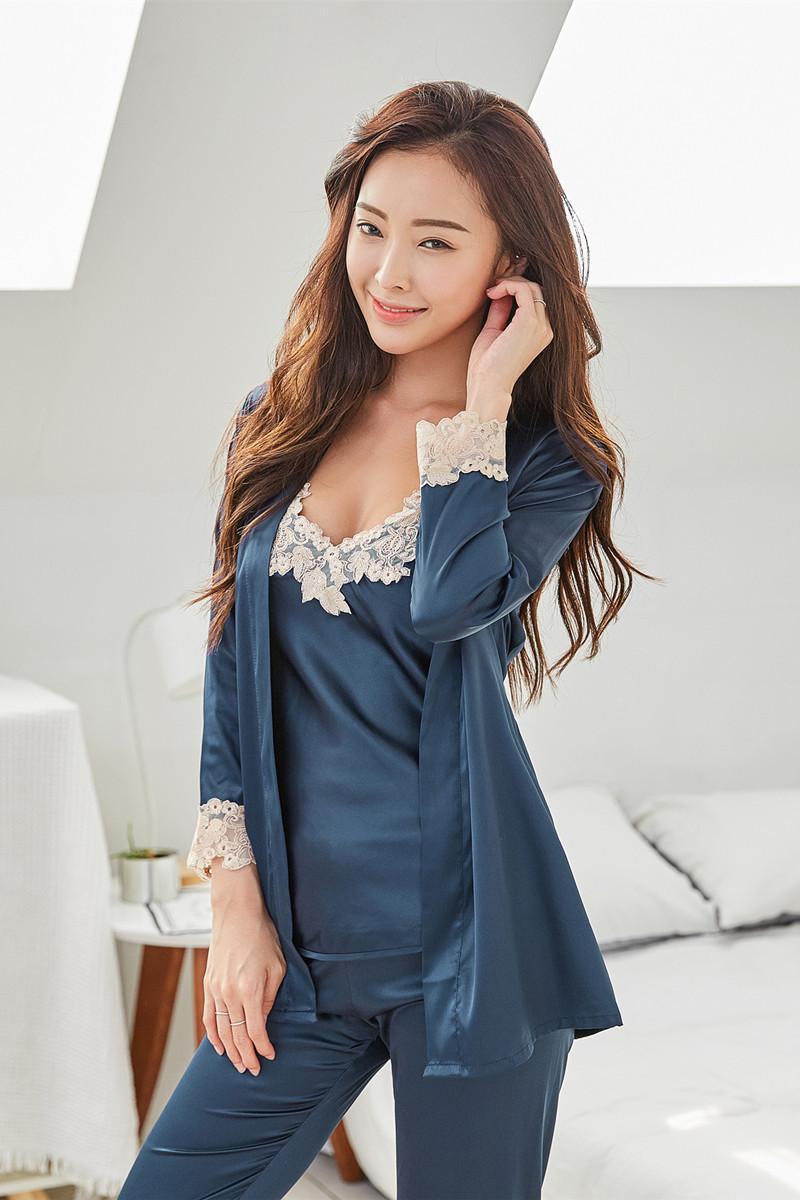 5603543d11 Acquista Pigiama Di Raso Le Donne 2018 Moda Pizzo Pigiameria Femminile Sexy  Elegante Donna Pigiama Di Seta Pigiama Di Alta Qualità Donne Pijama 3 P A  $48.35 ...