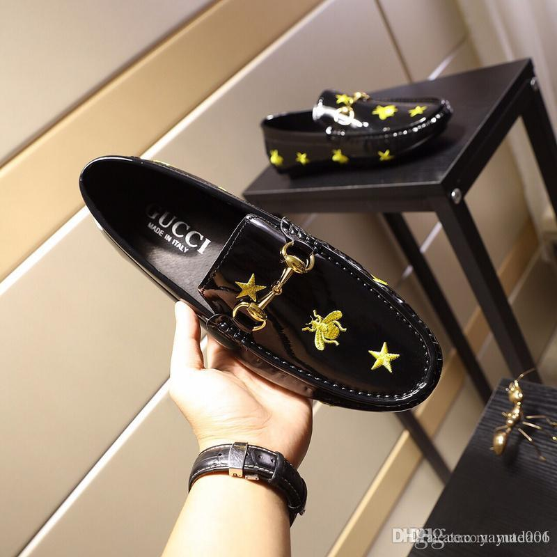 2018 Fashion Luxury designers Men bees embroidery Dress Shoes Male Groom Slip on Flat Driving Shoes wedding Homecoming sheos