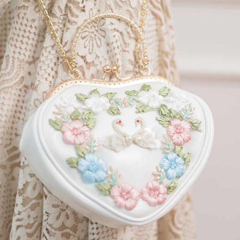 64e7264de Compre Ganador 2018 Nuevo Bolso En Forma De Corazón Bolso De Bordado De  Cisne Blanco Japón Lolita Bolso De Compras En Miniatura Bolso De Compras PU  Hombro ...
