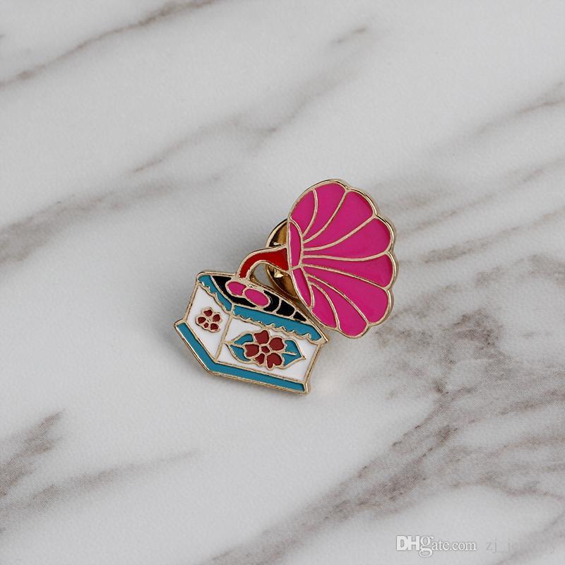 Kawaii Broş Iğneler Pembe Retro Fonograf Broş Rozetleri Emaye Iğneler Giysi Sırt Çantaları Yaratıcı Hediyeler için Müzik Lover Yaka Pin Süslemeleri