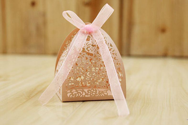 100pcs/lot White Wedding Candy Box Hollow rose candy packing box Pink Chocolate Gift packaging Wedding Party favors Supplies