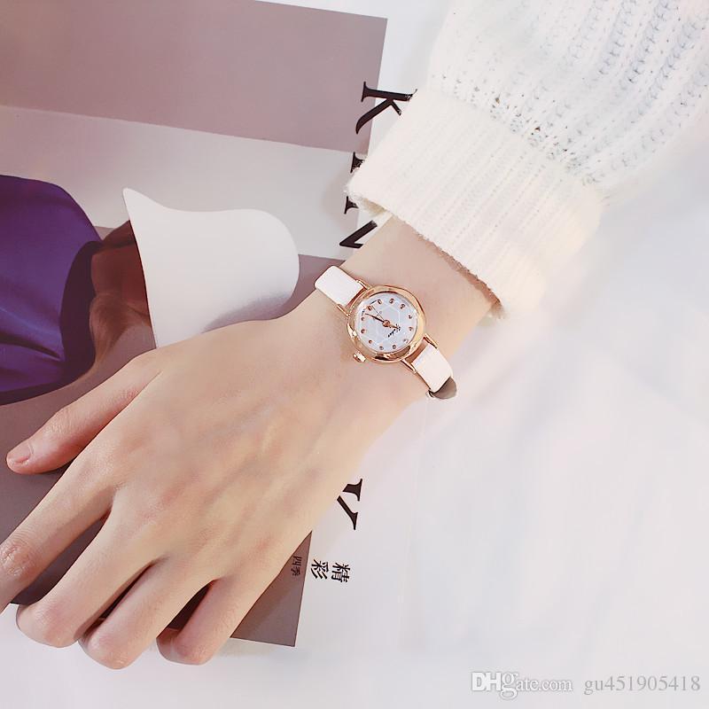 8e2fc7dae61 Compre Retro Pequeno Mostrador Fino Cinto Mulheres Relógios Delicado Mulher  Casual Simples Relógio De Couro Marrom Preto Relógio De Quartzo Feminino  Horas ...