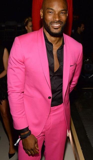 2 pezzi hot pink risvolto risvolto degli uomini casuali vestito degli uomini sottili fresco festa blazer celebrità prom smoking terno masculino giacca + pantaloni