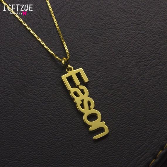 98145b9f5575 Compre Caja De Oro Cadena Vertical Personalizada Placa De Nombre Colgante Nombre  Collares Para Las Mujeres BFF Regalo De Dama De Honor Collar Gargantilla ...