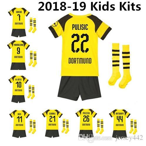 Compre 18 19 Borussia Dortmund Crianças Kits Camisa De Futebol 2018 2019  REUS PULISIC Sancho Batshuayi Götze Piszczek Criança Camisa De Futebol Com  Meias De ... 27d560abc8a74