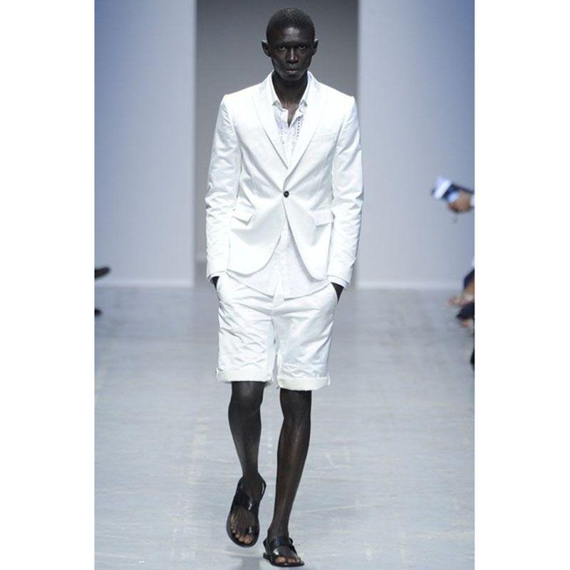 c783cfb8a0 Compre El Último Traje Blanco De Los Hombres De La Boda De La Capa Con El  Pantalón Corto Delgado 2 Pedazos Verano Casual Beach Tuxedo Trajes Para  Hombre ...