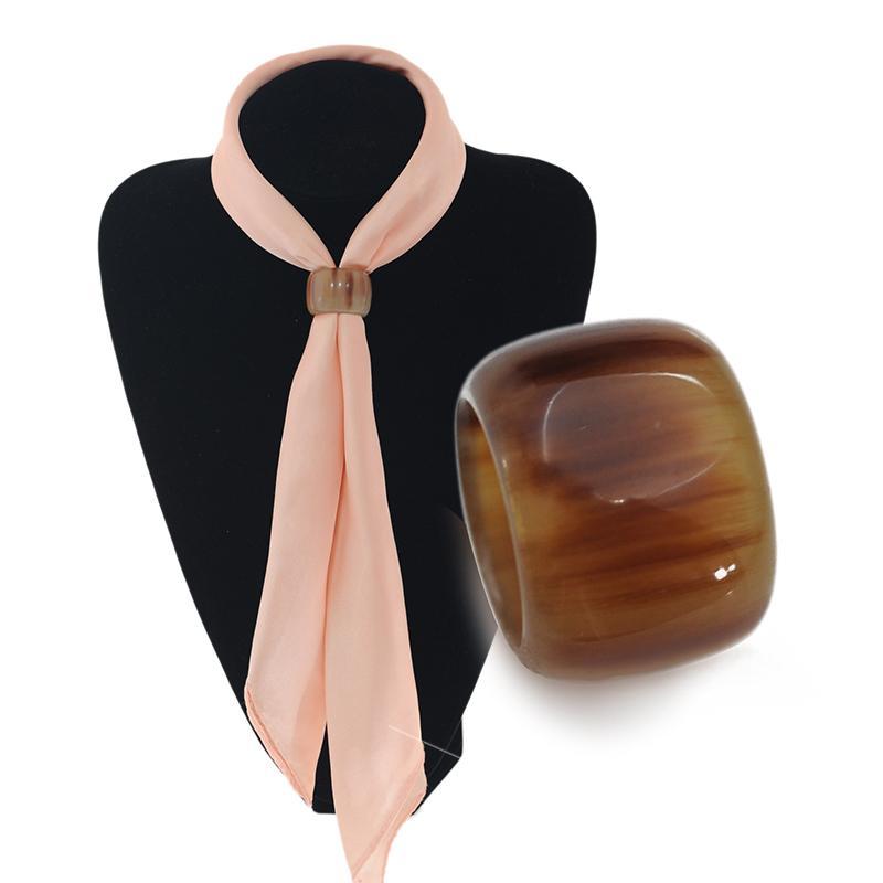 Tonneau haut de gamme ressemblant à un foulard de serviette en corne de boeuf véritable, anneau de foulard à boucle cylindrique, produits personnalisables en corne de taureau.