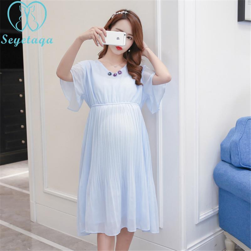 0b109ea93 Compre 1702   Vestido De Maternidad De La Moda Coreana De Verano Cuello En  V Cintura Delgada Plisada Gasa Ropa Para Mujeres Embarazadas Vestido De  Fiesta De ...