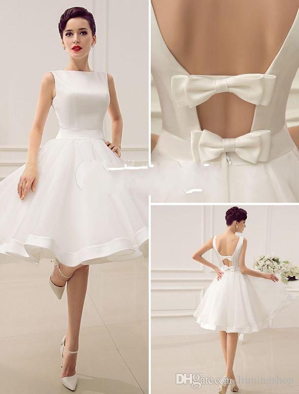 Vintage 1950's Kısa Gelinlik Diz Boyu Bateau Boyun Çizgisi Backless Küçük Beyaz Elbise Yaz Tarzı Sahil Gelinlikler Elbise Yay ile
