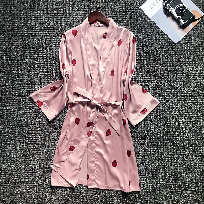 00911e7b66a1b2 Novo Padrão Adorável Morango Pijama Mulher Rayon Sexy 1 Pcs Robe Com Cinto  Coreano Moda Sleepwear
