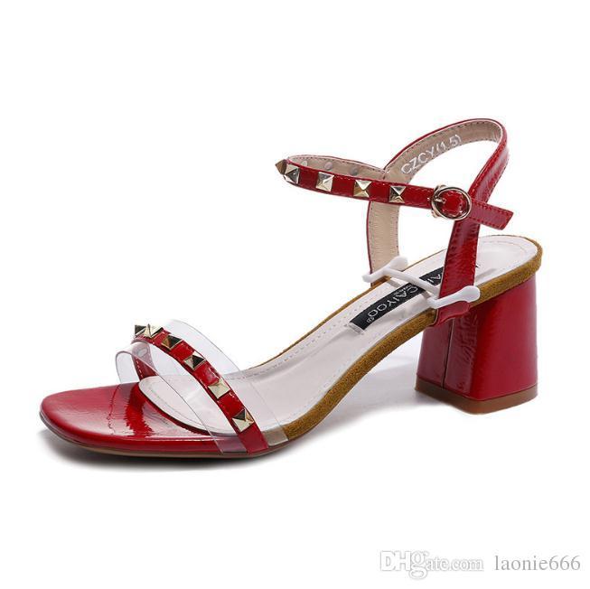 Rivetti selvatici esplosivi spessi con sandali femminili 2018 nuova moda estate color trasparente parola fibbia tacchi alti