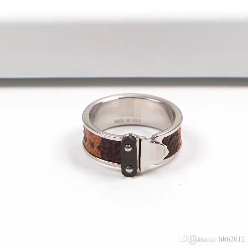Los anillos del amor de la joyería V de la moda del acero inoxidable 316L diseñan los anillos del amante de la joyería Chapado en oro