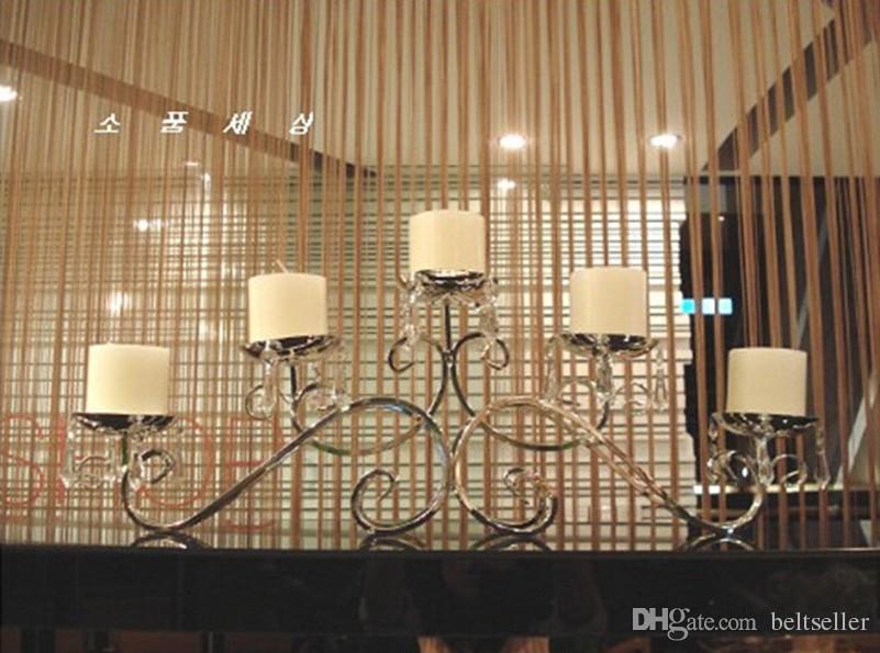 23CM Höhe 5 Heads Silber überzogene Metallkerzenhalter Kristallkuchenständerhochzeits-Mittelblumenschüssel Kerzenhalter mit Anhängern