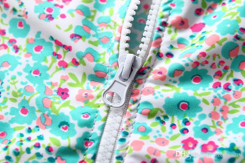 Top-Qualität 2018 neue Baby Mädchen floral Sonnencreme Badeanzug Kinder Mode Strand tragen mit Hut Langarm-Shirt + Shorts Sonnenschutzkleidung