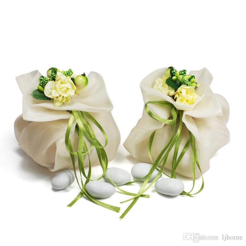 우아하고 낭만주의 사탕 상자 아이보리 색 직물 절묘한 꽃 낭만주의 결혼식 사탕 상자 선물 상자 사탕 상자
