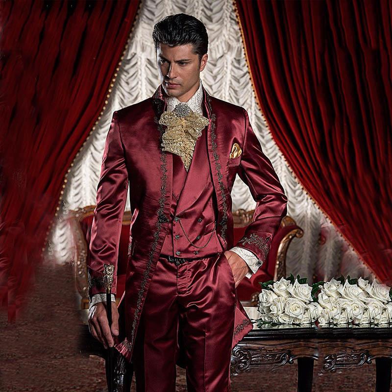 Acquista Abito Da Uomo Rosso In Raso Bordeaux Con Abiti Da Uomo Vintage 43be8da02f8