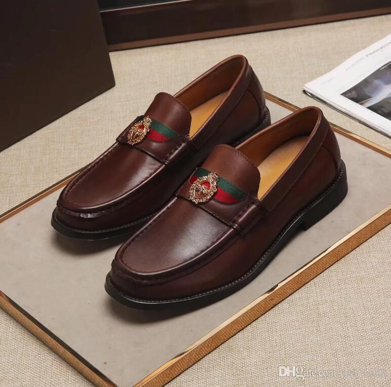 Mocasines de cuero genuino de los hombres de la moda Los hombres italianos visten los zapatos Hombre resbalón en los mocasines casuales para los hombres zapatos de la boda y del baile de fin de curso