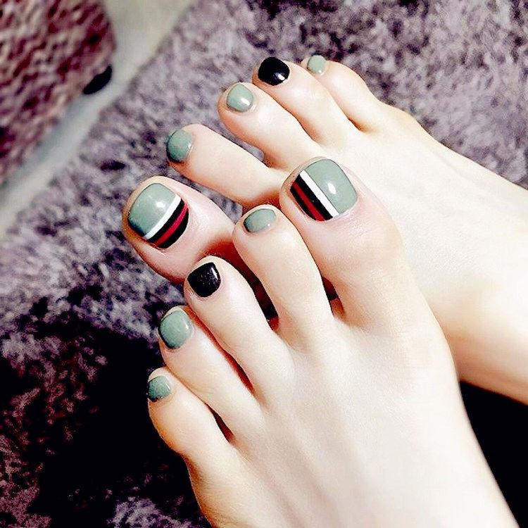 Dark Candy Fake Toe Nails Striated Acrylic Nail Solid With Design ...