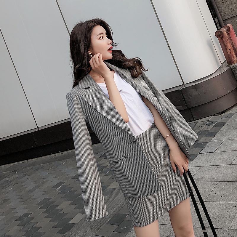 edd61c987229 Trajes de falda a cuadros vintage para las mujeres Chaqueta de un solo  botón Mini falda Retro Casual 2 piezas Set desgaste a los negocios 2018  Autum