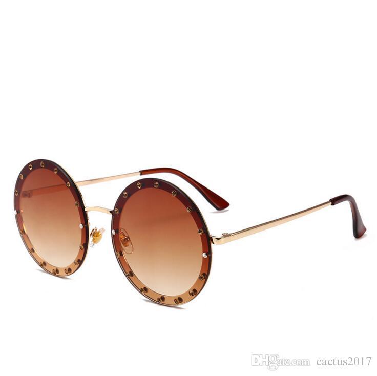 7bc34cef6c Compre Diamantes De Lujo Gafas Redondas 2018 Diamantes De Imitación Grandes  Gafas De Sol Diamante Redondo Hipster Gafas Retro Moda Gafas De Sol De Color  ...